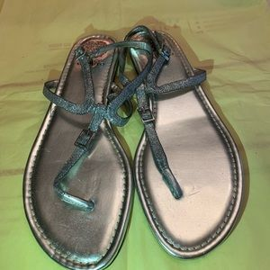SILVER METALLIC VINCE CAMUTO SANDALS.  NWOT